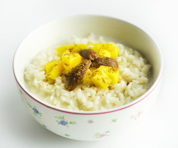 Veganski mlečni riž s sadjem