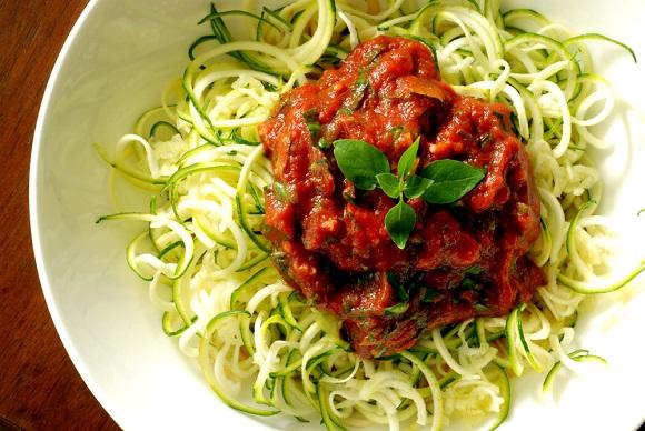 Presne testenine s paradižnikovo omako