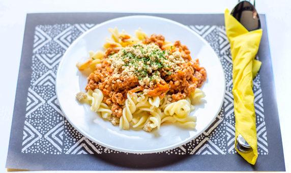 Testenine z vegansko bolonjsko omako