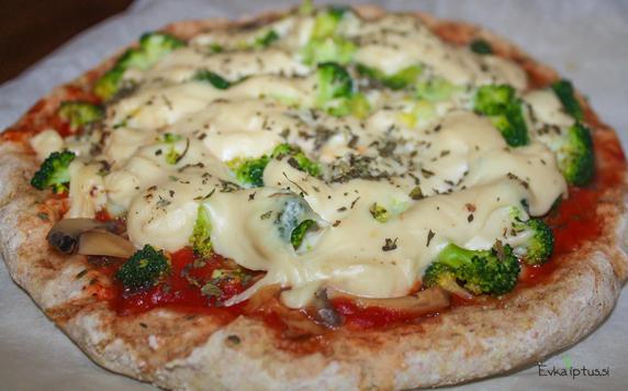 Zelenjavna pica z veganskim sirom