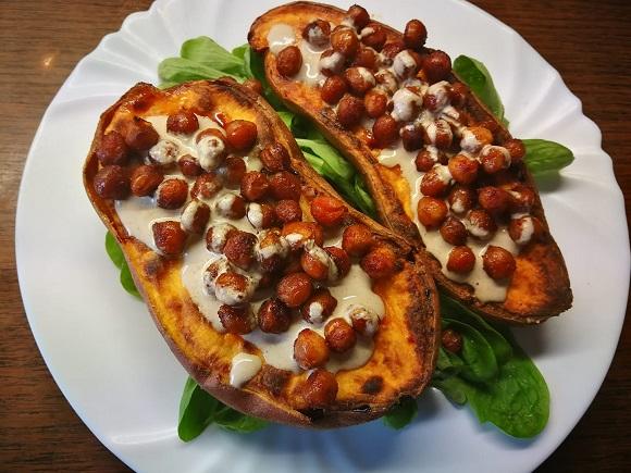 Pečen sladki krompir s čičerikino zabelo